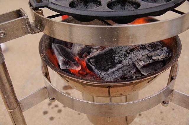木炭を十分に燃やし火力を強くする