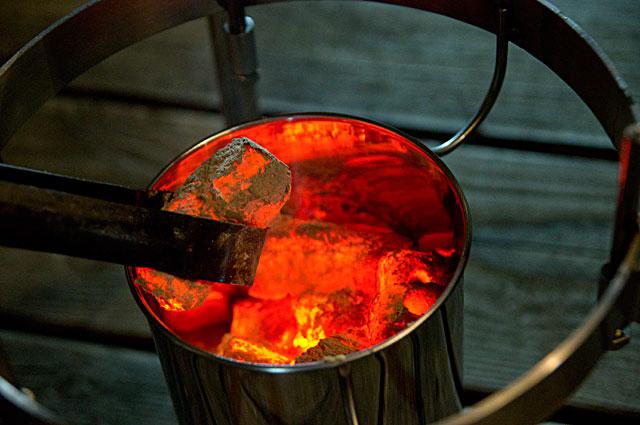 バーベキューが終わったら木炭を入れるだけ