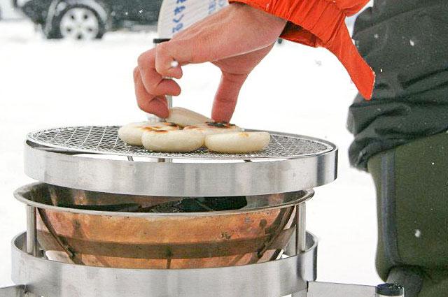 電気がなくても暖がとれて料理ができる