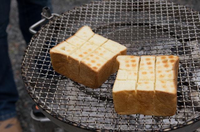 パンの炭火焼