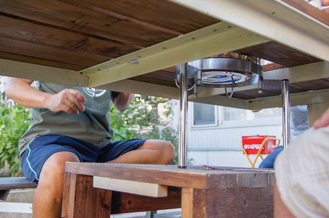 机の下に土台を設置